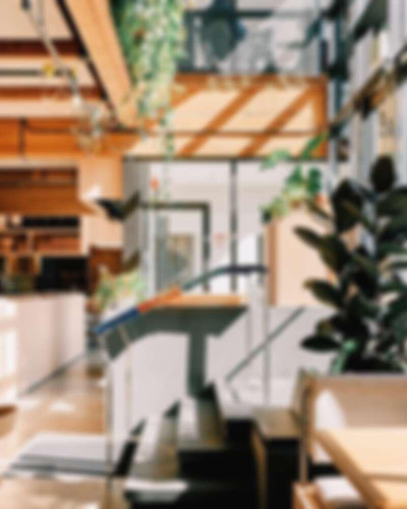 全餐廳採通透的落地窗設計。