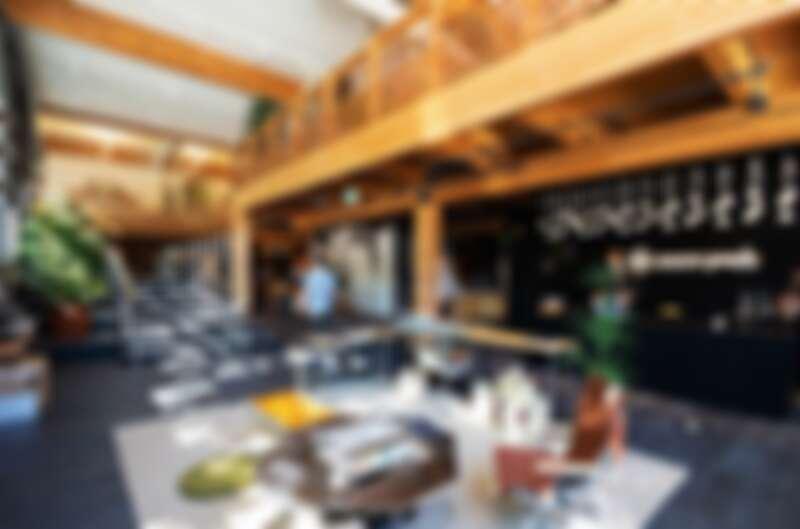 大量的光線、綠植、木頭材質與日本建築致敬。
