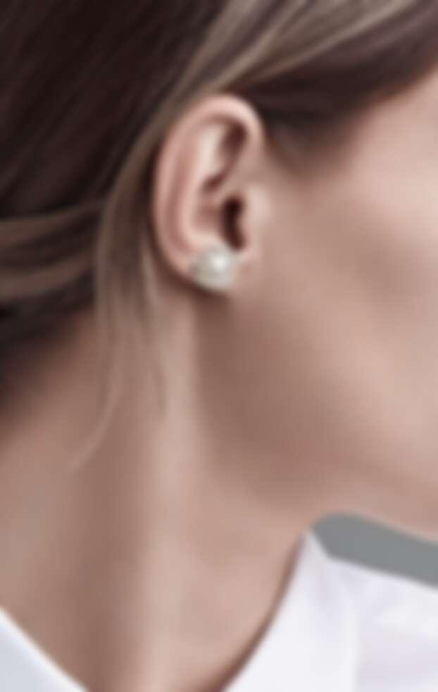 Tiffany & Co. Paloma Picasso 系列純銀淡水養殖珍珠耳環(直徑9-9.5 x 6.5-7 mm),售價NT$16,000