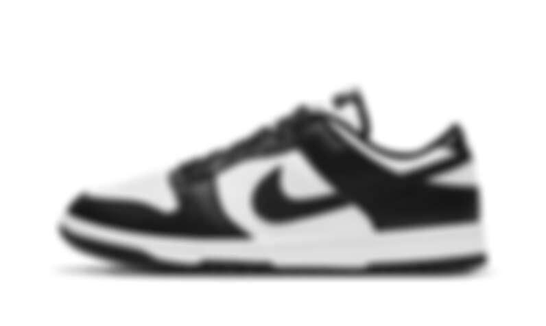 熊貓配色 Nike Dunk 好搭耐看的特性,價格翻倍,一鞋難求。受女性搭配者歡迎。