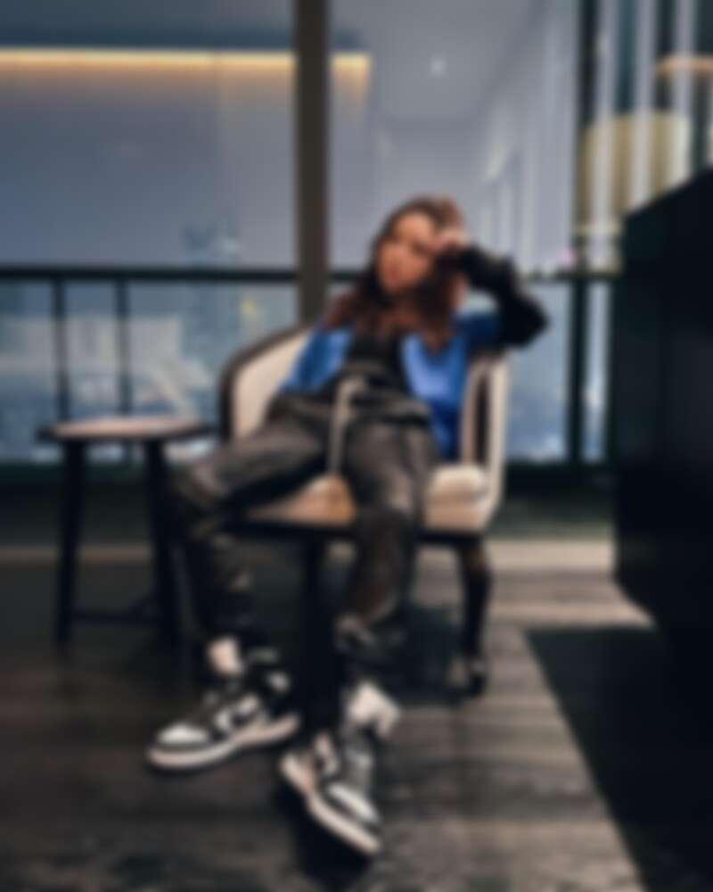 時常在社群曬鞋的鄧紫棋穿著 Nike x AMBUSH Dunk High