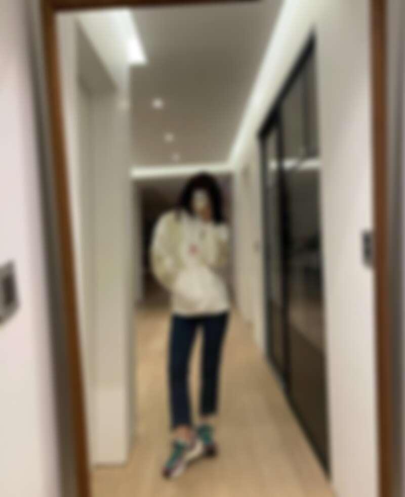 朴信惠常穿著 Nike x sacai VaporWaffle 系列亮相