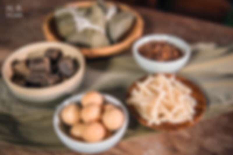 以形會形燕麥皂切絲喻為干貝,檸檬皂搓圓成蛋黃,每一顆限量皂粽富含無限巧思與祝福。