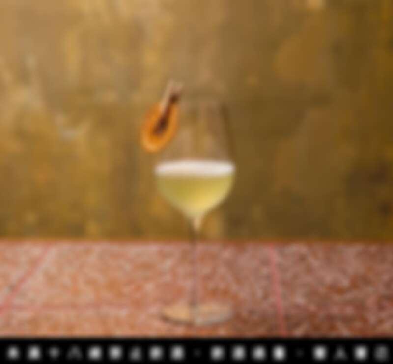 丘香分別以台灣清酒分類:熏、爽、熟、醇 其中三味為調性,帶出三種調酒,並用不同的空間命名,讓品飲的人帶出畫面與記憶。