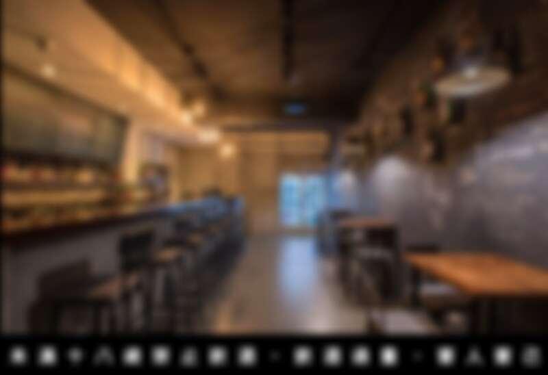 牆面寫滿酒單以及價錢、酒款特色,讓顧客沒有負擔的挑選適合的酒款。