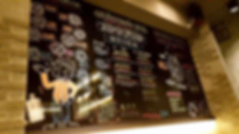 入門即可看見牆上繪製的酒單以及清酒介紹。