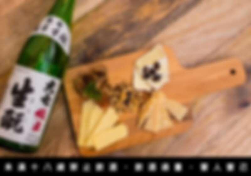 大七的純米酒是一款以米香為主,屬於口感富含旨味傳統派的清酒,使用一般人印象中搭配白酒的傳統下酒菜組合做搭配,讓大眾理解餐酒搭配其實是味蕾的組合,無論素材或是料理手法是來自西方還是東方都無所謂。