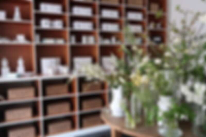 有法國知名瓷器品牌 Astier de Villatte 的多樣商品提供挑選販售。