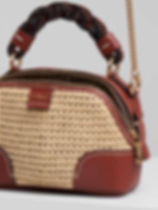 Chloé Daria拉菲草編織迷你肩背提包,NT$50,600。