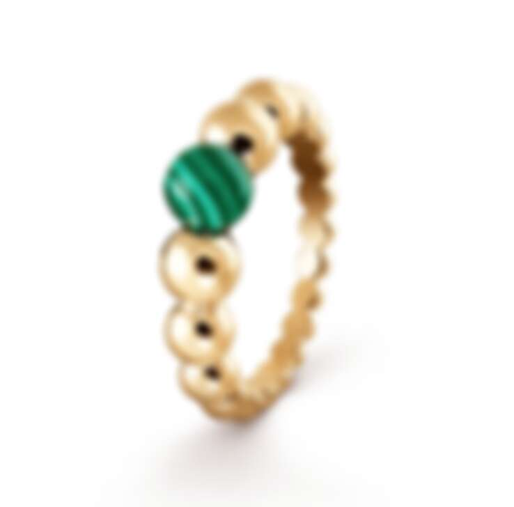 Van Cleef & Arpels (VCA) Perlée couleurs variation 系列戒指,18K黃金鑲嵌孔雀石,NT$65,000