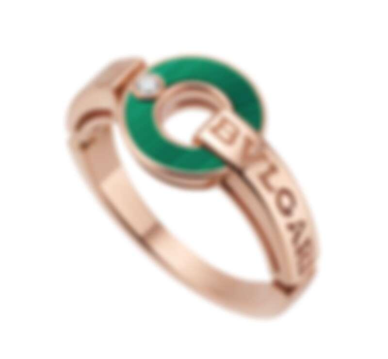 BVLGARI BVLGARI系列戒指,18K玫瑰金鑲嵌孔雀石與鑽石,參考售價NT72,300