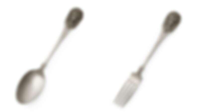 (左)鍍銀獅頭湯匙,NT21,400。(右)鍍銀獅頭餐叉,NT21,400。