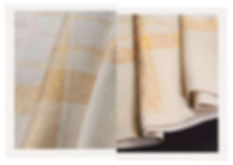 白色喀什米爾羊絨氈與金絲線交織的 Méridien 格紋毯。