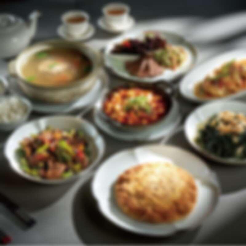 榮獲米其林餐盤推薦的台北美福大飯店「米香台菜餐廳」,有四人分享餐能選擇。