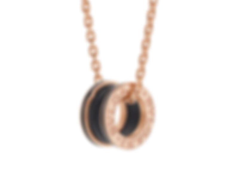 BVLGARI B.zero1系列玫瑰金啞光黑陶瓷項鍊 玫瑰金三環項鍊,墜飾飾以啞光黑陶瓷。參考售價:約新台幣:140,100元 (Size:54 – 60 cm)
