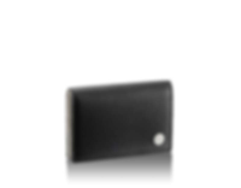 BVLGARI BVLGARI BVLGARI黑色小牛皮中性卡夾 BVLGARI BVLGARI黑色小牛皮卡夾,1個收納夾層跟5個信用卡夾層,鍍銀扣環鐫刻品牌Logo標誌。 參考售價:約新台幣11,100元(Size:11.5 x 8 x 2.5cm)