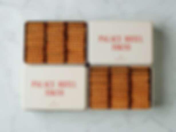 椰子餅乾禮盒日幣3,780元(含稅)。