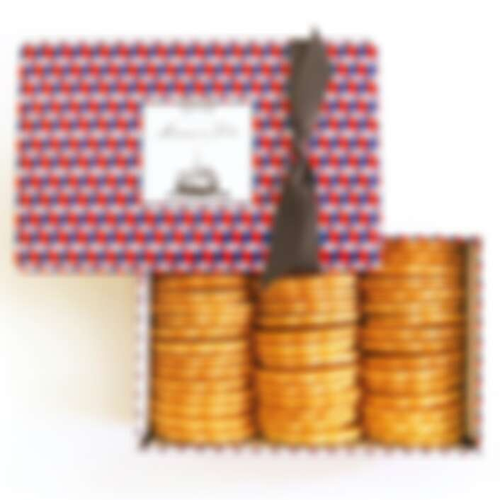 餅乾禮盒為日幣5,400元(含稅)。