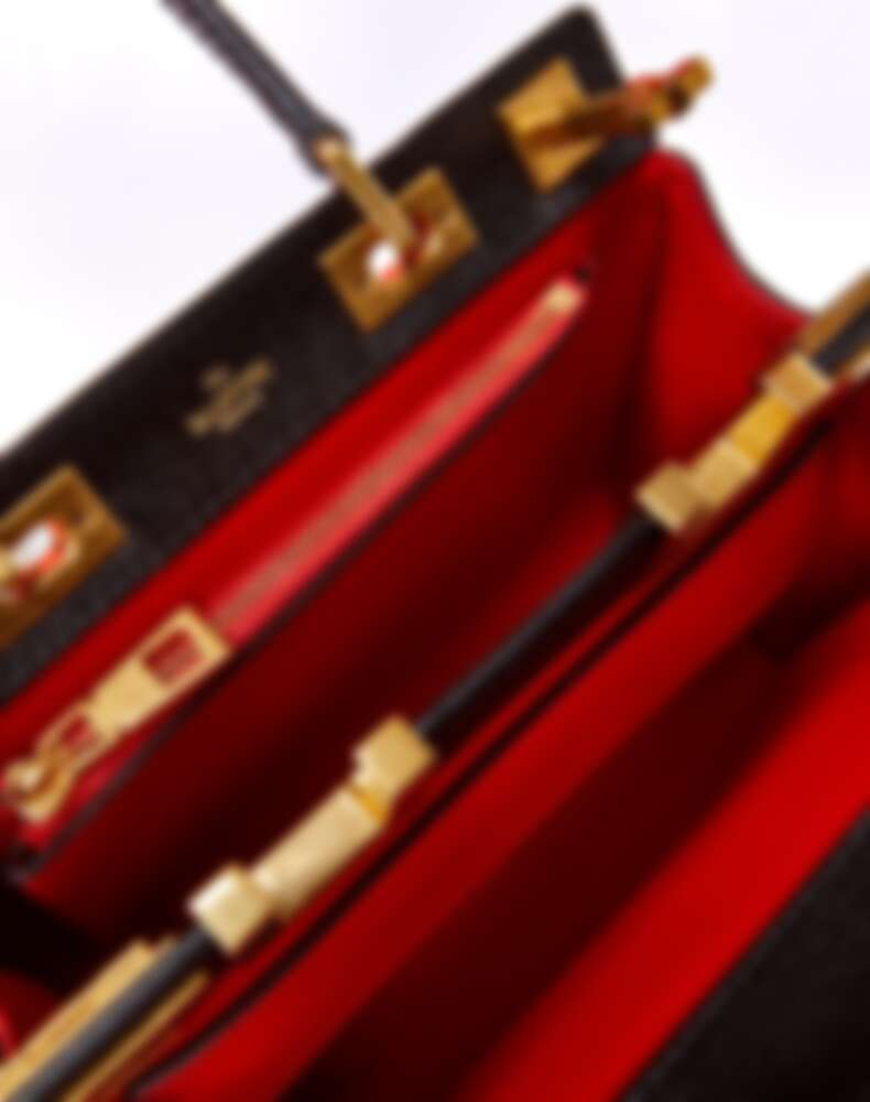 Valentino Garavani Rockstud Alcove手提包,迷你NT77,500、小型NT122,000、中型NT140,000