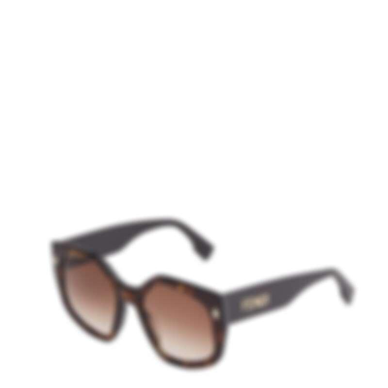 Fendi Bold系列玳瑁FF LOGO太陽眼鏡,NT16,000。