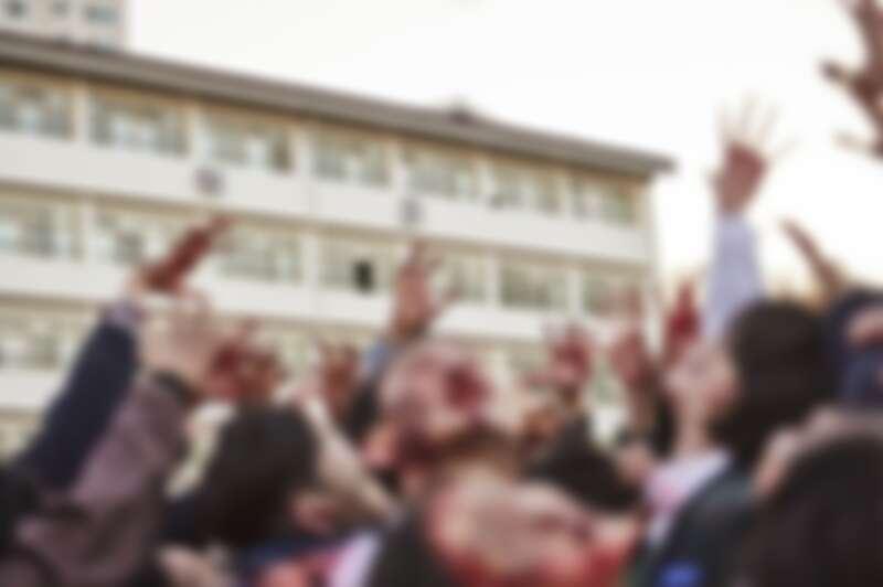 尹燦榮、朴智厚、趙怡賢、李奎炯《現在我們學校》