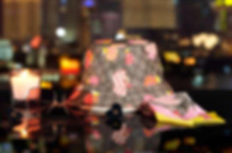 Gucci Les Pommes夕情人節特別系列:漁夫帽NT16900、絲巾NT7000。