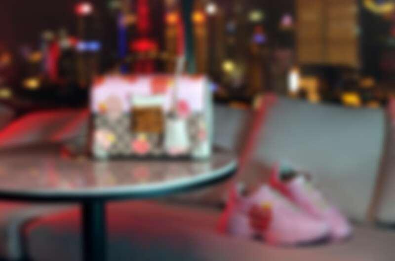 Gucci Les Pommes夕情人節特別系列:Padlock竹節肩背包NT90,400、Rhyton 運動鞋NT32,500。
