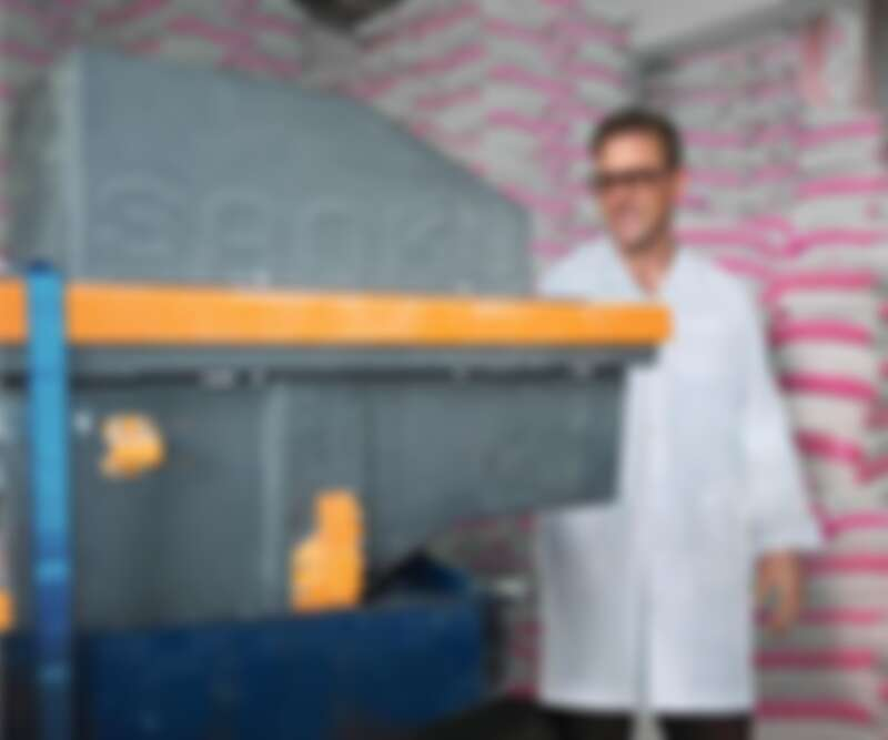 來自美國的菲力克斯•布魯克斯-邱契 (Felix Brooks_church),為農村麵粉廠配備「營養增量機」,在主食中添加關鍵的微量營養素,以此解決坦尚尼亞的營養不良問題 (1) ©Rolex_Leah Kidd