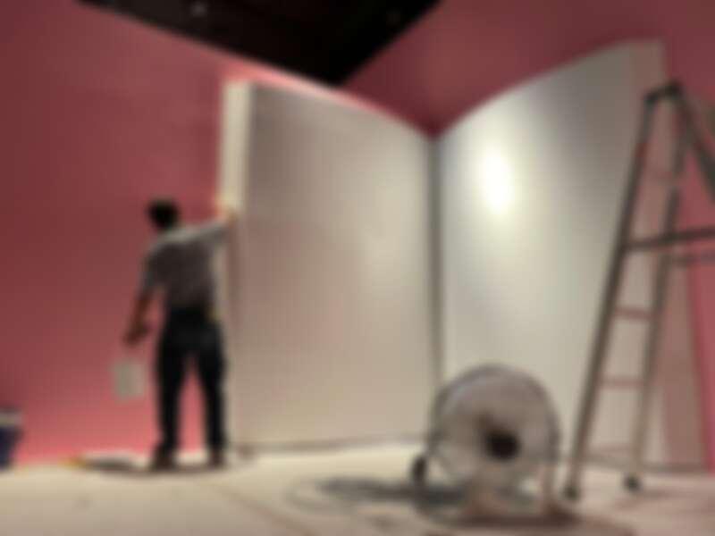 《蒂姆.沃克:美妙事物》展場正在緊鑼密鼓地準備中。圖2奇美博物館提供