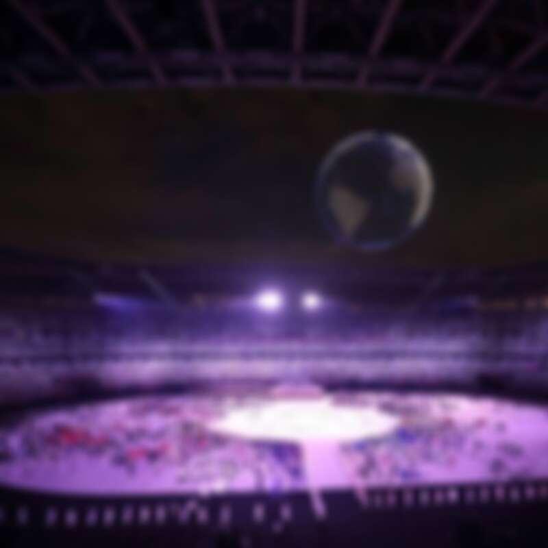23日開幕式,在現場無觀眾的狀況下開始了,設計師隈研吾以大地色系妝點觀眾席,讓現場看起來熱鬧。
