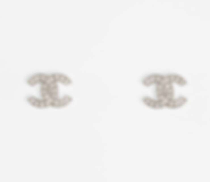 Chanel 雙Clogo 銀與水晶耳環,售價NT13,100