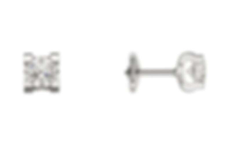 C de Cartier 18K金鑲嵌鑽石耳環,正面看似四角鑲座,側面就能看出品牌獨特的C字母標誌造型,售價店洽。