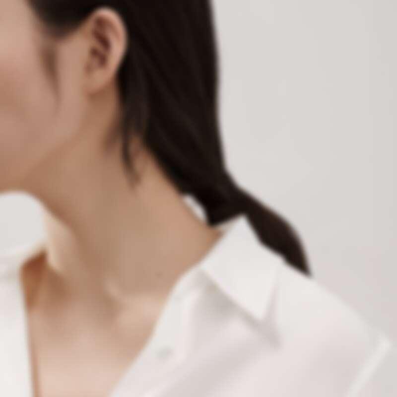 Tiffany T smile 系列18K金鑲鑽耳環,售價電洽。