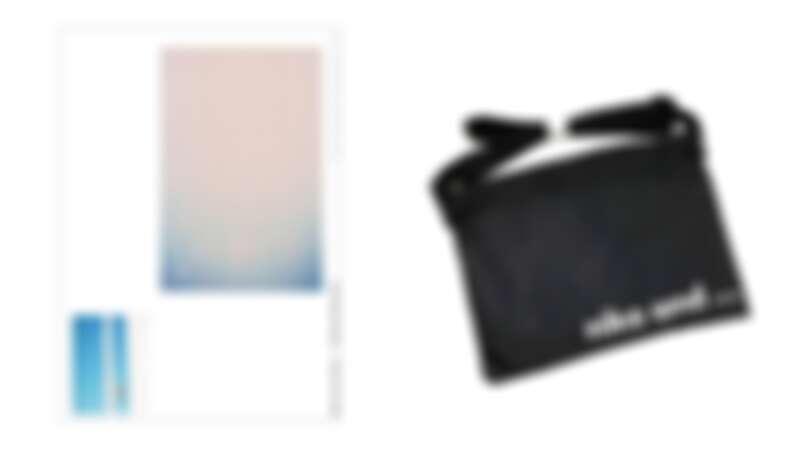 左為聶永真圖選設計海報,右為niko and...Logo 迷你肩背斜背包。