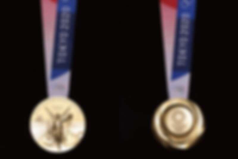 金牌正反面。