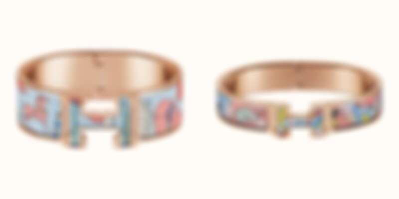 (左)HermèsClic All Over系列 圖紋珐瑯手環(寬),售價NT$26,900 (右)Clic All Over系列 圖紋珐瑯手環(窄),售價NT$24,500