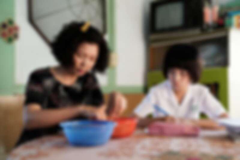 ▲媽媽和小嘉玲「相愛相殺」。(圖/華視、CATCHPLAY提供)
