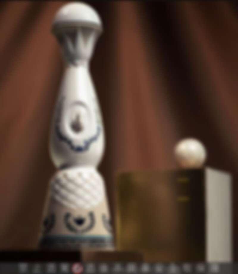 Clase Azul藝術品等級的陶瓷瓶身