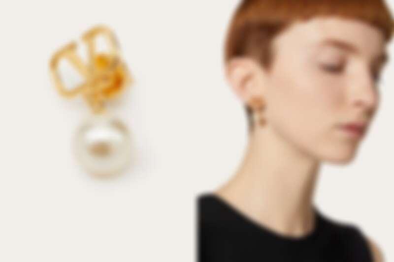 Valentino金屬標誌珍珠耳環,NT9,000