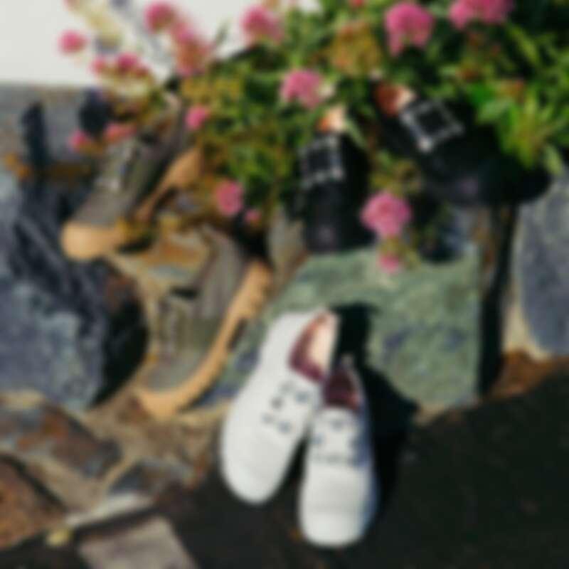 Walky Viv 白色水晶寶石扣休閒鞋,NT45,900
