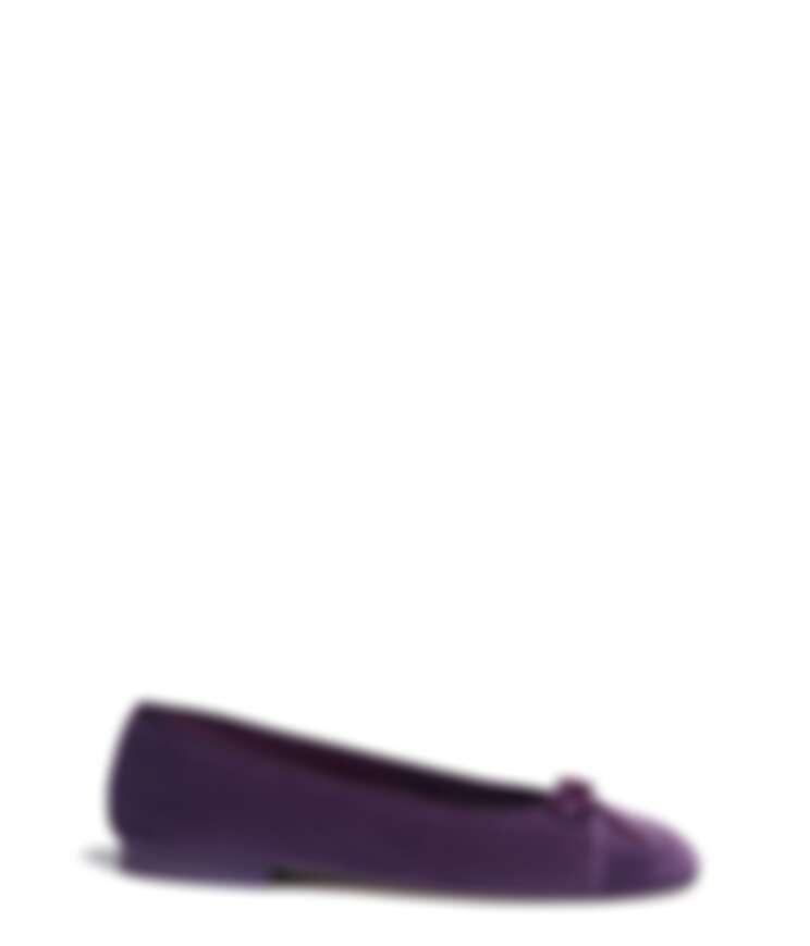 紫色絲絨芭蕾舞鞋,NT24,500。