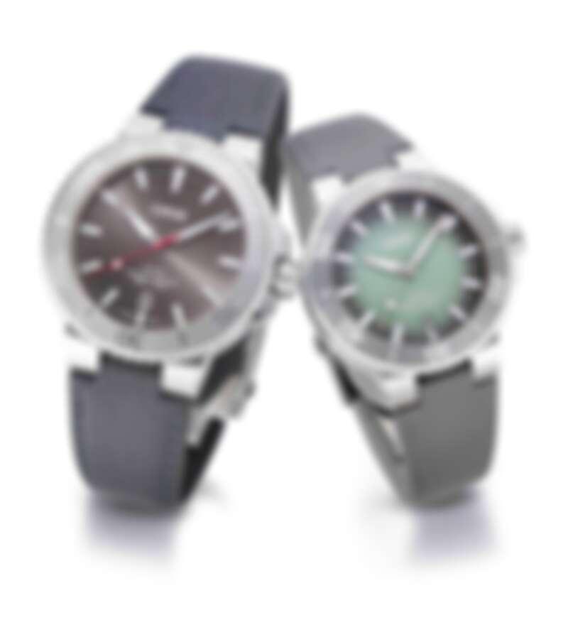 (左) Oris Aquis Relief 手錶,錶徑43.5mm,自動上鍊機芯,售價NT$55,000 (右)Oris Aquis 手錶,錶徑39.5mm,自動上鍊機芯,售價NT$55,000