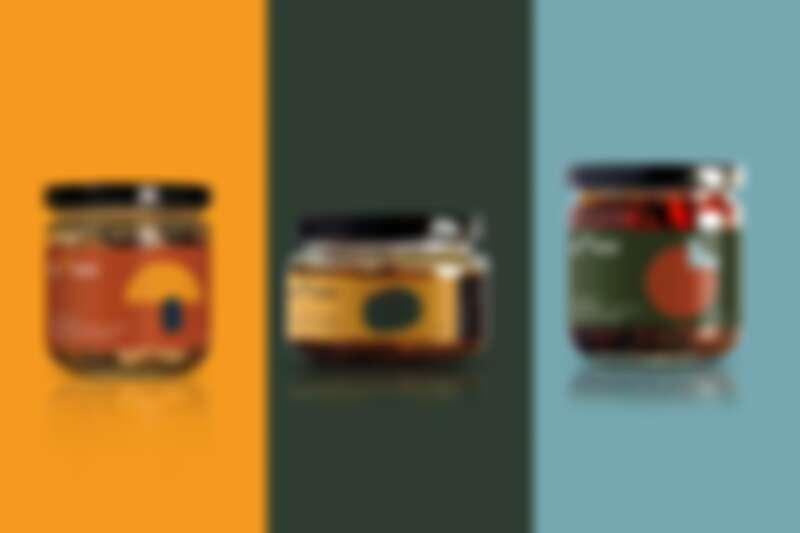 (左到右)「油漬牛肝箘綜合菇」「油漬酸豆小捲」「油漬香料蕃茄」、