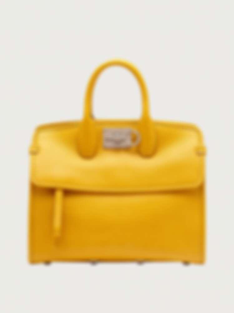亮黃色手提袋,價格店洽。