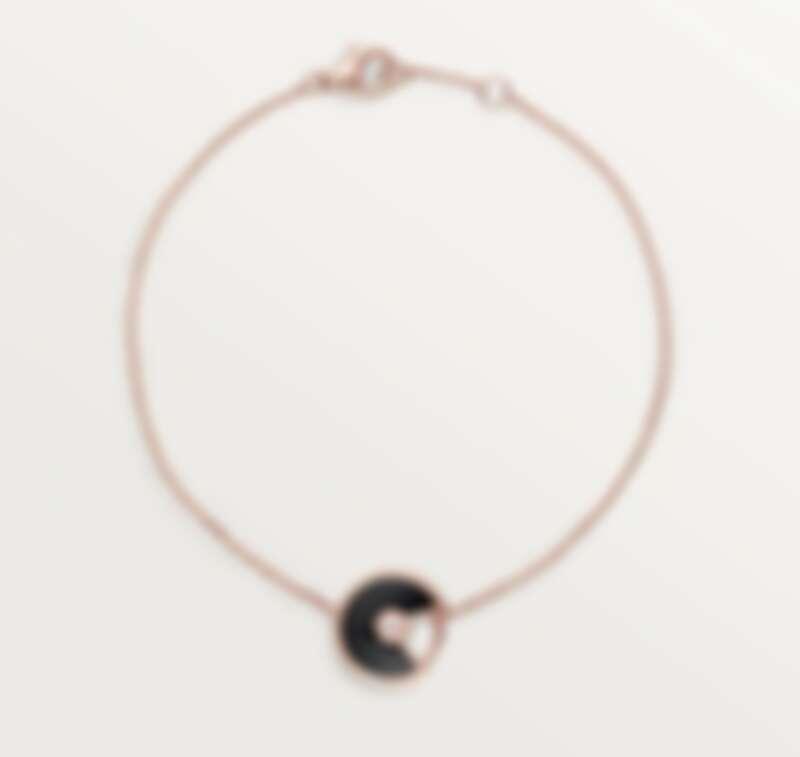 Cartier Amulette 系列手鍊,超小型款,玫瑰金鑲嵌鑽石與縞瑪瑙,超小型款,售價NT$52,500