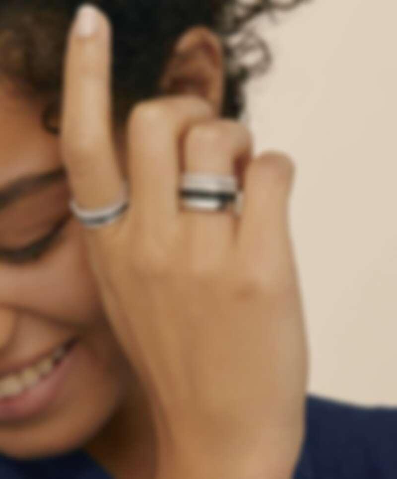 Boucheron Quatre Black系列四圈窄版戒指,白金鑲嵌鑽石與黑色PVD,售價NT$240,000