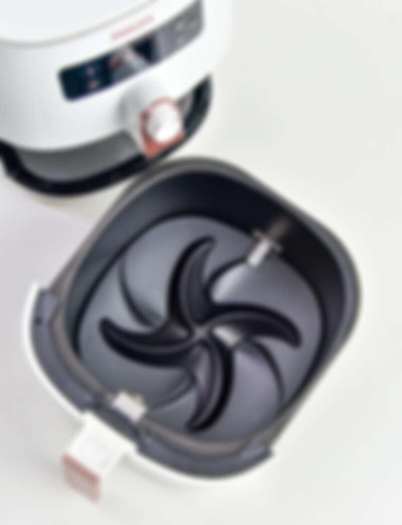 獨特的「雙海星底盤」提高瀝油功效,也能減少油煙。