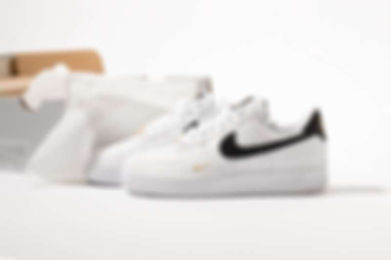 Nike Air Force 1黑白金勾,NT3,400