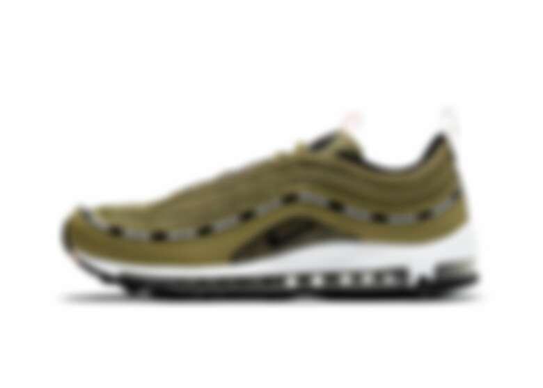 Nike Air Max 97軍綠色為2020年與Undefeated的合作聯名款,現今可以還可以在選品服飾店找到。