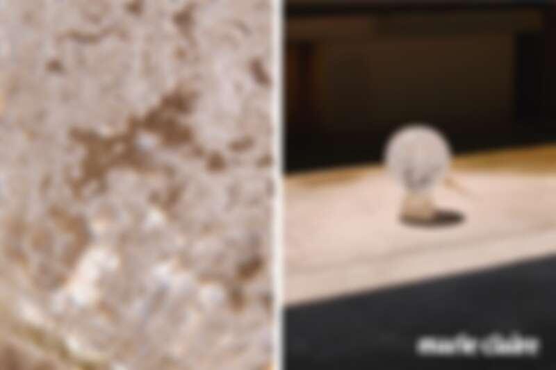 手工氣泡玻璃球座,以特別研製的氣泡技法,為恩榮電器開發的玻璃燈飾,在2020年完成。